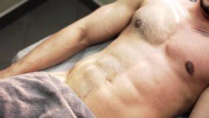 Мужской шугаринг живот и грудь